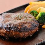 マスターの台所 - 黒毛和牛100%のジューシーで大きなハンバーグステーキ!