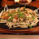 ginsharitokyuushuuumaimonnomisekuroan - 桜島鶏のステーキのアップ