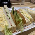 コメダ珈琲店 - ミックスサンドは670円です