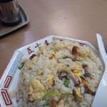 中華料理 五十番 - チャーシューゴロゴロ、醤油味のチャーハンです。