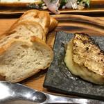 博多炉端 炉邸 - カマンベールチーズ焼き
