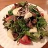 酒場食堂 サイトグラ - 料理写真:砂肝コンフィとラフランスのサラダ