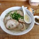 らーめん秀 - チャーシュー麺 中¥750