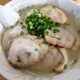 らーめん秀 - 料理写真:チャーシュー麺 中¥750
