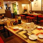 博多ガラクタ屋台 - 店内奥にはベンチ席30名様くらいの宴会できます!