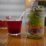 山本のハンバーグ - 野菜ジュース&サラダ