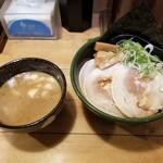 とんこつらーめん だるまのめ - 料理写真:濃厚魚介つけ麺。