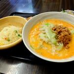 """Shoushinshin - """"担々麺+半炒飯"""""""