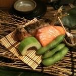 魚菜 由良 - 鮎香草焼き、鮭の西京焼き、ツブ貝、枝豆、瓜