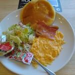 ガスト - パンケーキ&スクランブルエッグセット(658円)