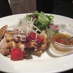 カフェ・マングローブ - 鶏もも肉のオーブン焼き