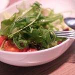 ヴィラッツァ - グリーンサラダ 自家製赤玉ねぎドレッシング