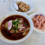 八宝園 - 料理写真:ラーメン + チャーハンor半焼肉丼 1000円 (写真はどちらものっていますが、どちらかのチョイスです)