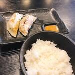 麺処 松。 - ランチセット200円(餃子二個+ライス)