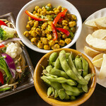 ニューナマステヒマール - ミックス野菜炒め、えだ豆、ヒヨコ豆サラダ、フライドポテト