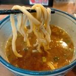 浜屋 - 濃厚スープに太麺がよく絡む。