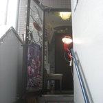 1414710 - 階段を2階へ上がると店の入口がある