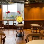 ゲシャリーコーヒー - 店内 2階席 カウンターには電源有り