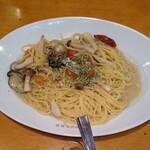 ゼンゼロ - 牡蠣とキノコのオイルパスタ