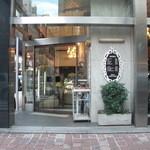 14141027 - 店の外観。レトロなりに古き佳き時代の趣あり。