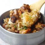 飯台  - 香りから楽しみな炊き立ての釜飯も