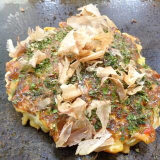 坂本おやき店 - 料理写真:「お好み焼き シーフードミックス(エビ、イカ、アサリ)」+「ねぎ」