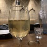 ステッラ - 白をグラスで大盛り嬉しす。