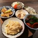 Ooitayuushokuizakayaorochitohiiragi - 名物の居酒屋タパス