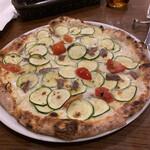 ステッラ - ズッキーニとアンチョビの白いピザ。絶品!