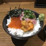 日本酒バル ゆすら堂 - イクラと雲丹とネギトロご飯。                                 美味し。