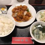 中国料理金雨 - 2020/10/23 ランチで利用。 酢豚定食(800円)
