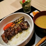 TSUBAKI食堂 - 牛ステーキとグリル野菜丼