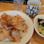パセリ - 豚ロースしょうが焼き丼 680円