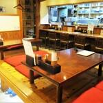 うなぎの中庄 - 店内の様子、小上がりの4人用座卓席。     2020.11.23