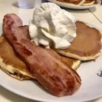 Hawaiian Pancakes House Paanilani - ステーキベーコンパンケーキ ベーコンアップ