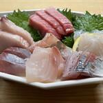 藤与し - 刺身盛り マグロ、アシ、真鯛、カンパチ、平目、サワラ、ハマチかな?