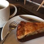 スターバックスコーヒー - 料理写真:ドリップコーヒーとアップルパイ。