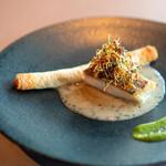 141461031 - 真鯛のポワレ、 その頰肉を詰めたクレープのオーブン焼き、 ブールブランソース