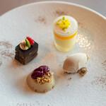 SUD restaurant - 栗のアイス ほうじ茶のババロア、カシスのピューレ ガトーショコラ トロピカルフルーツのムース