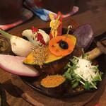 TAKEUCHI - 野菜とハンバーグとカレーが成す一つの作品。