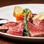たっぷり野菜と魔法の9品目カリー - 山形牛のロースト 季節の野菜添え
