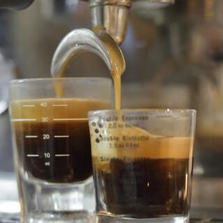こだわりのコーヒーやその他ドリンクでほっと一息お寛ぎください
