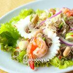 スコンター - レモングラスのハーブサラダ(ヤムタカイ)