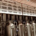 141480744 - カウンターの向こうにクラフトビールのタンクが沢山
