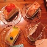 141482442 - ロールケーキ4種