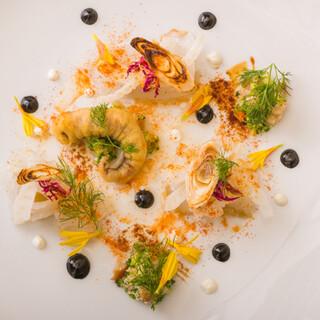 美食家たちをも魅了する、五感で味わう和洋折衷の贅沢フルコース