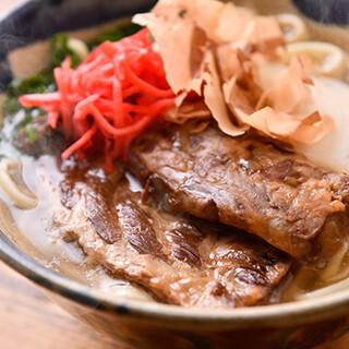 トロトロの軟骨が絶品「ソーキそば」!本格的な沖縄料理が充実