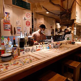 手作りの温かみのある店内で、沖縄の海&空気を感じてください♪