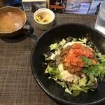Cafe 陽のあたる場所 - 料理写真:タコライス(1,000円+税)