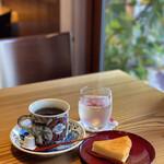 ギャラリー&カフェカノン - 料理写真:コーヒーとチーズケーキ